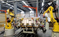 2014年荣获多项实用新型专利,大力引进机器人加工设备,全面提升加工生产能力